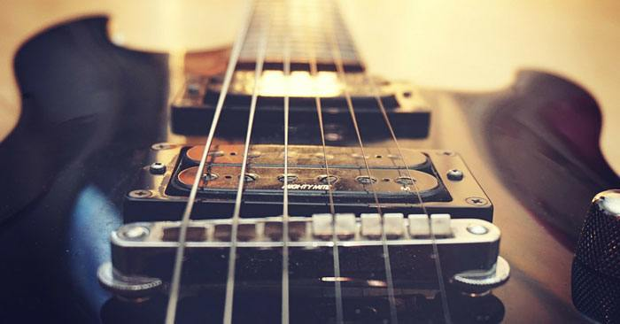 how to choose first electric guitar