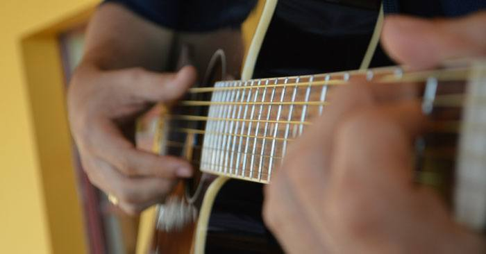 how to play b chord on a guitar