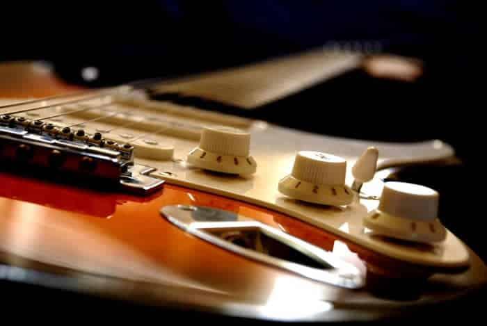Are electric guitars dangerous
